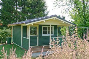 Satteldach Häuser mit Vorlauben von BECK Gartenhäuser